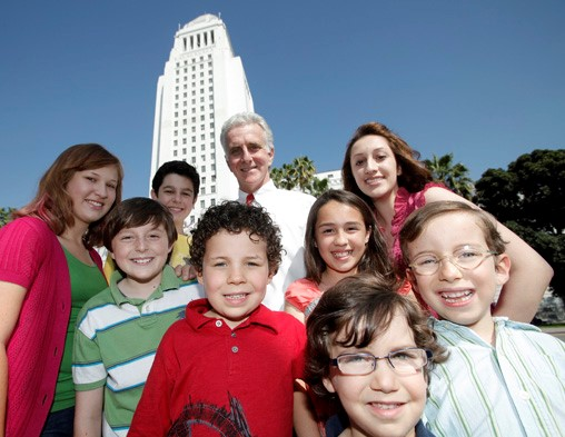 children in front of Los Angeles City Hall