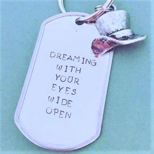 Dream with Your eyes wide open pendant
